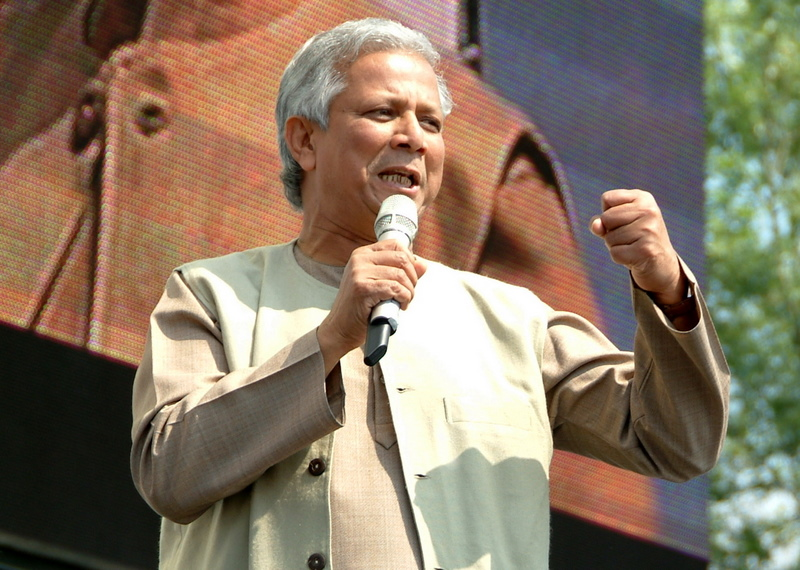 "Muhammad Yunus speaking at the ""Deine Stimme Gegen Armut"" (Your Voice Against Poverty) concert in Rostock, Germany on June 7th, 2007."