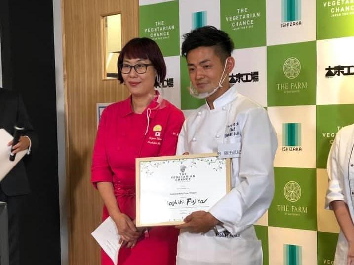 左:本道佳子シェフ